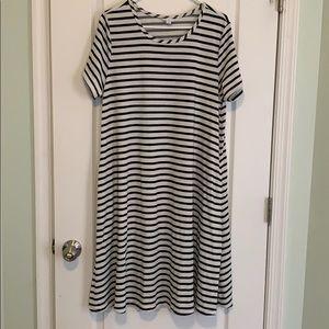 XL LuLaRoe Jessie - Black & White striped